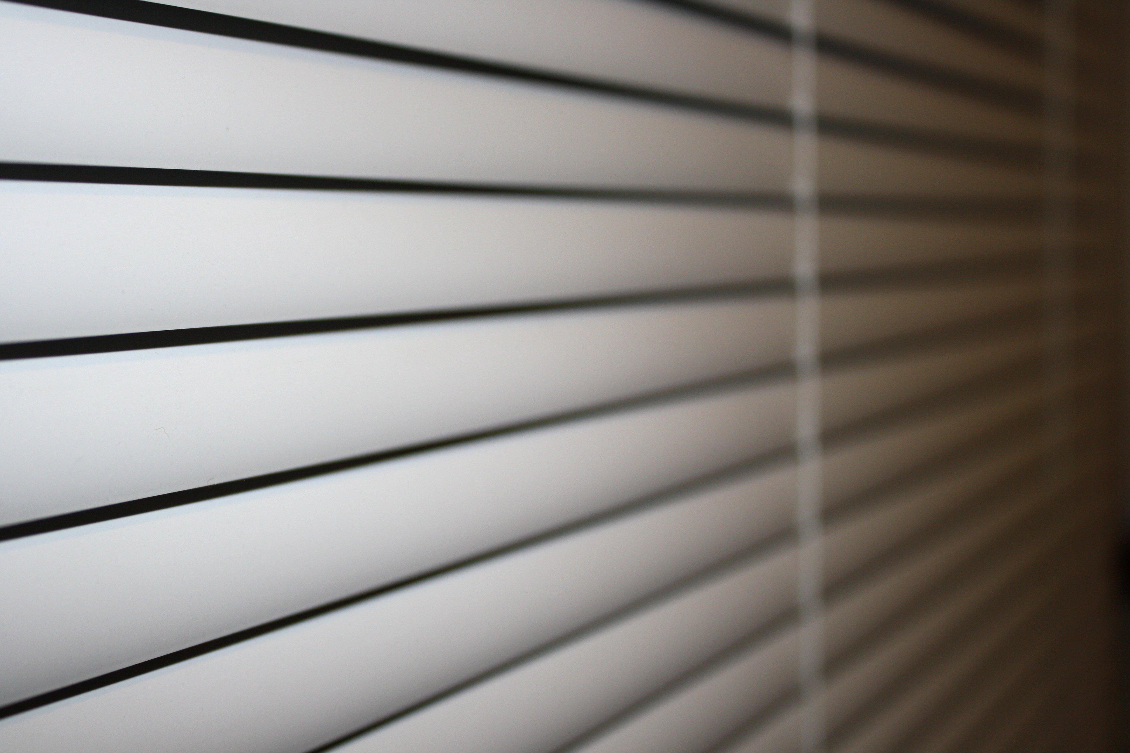 white-vinyl-mini-blinds